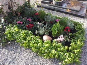 Grabbepflanzung Herbst, Grabgesteck