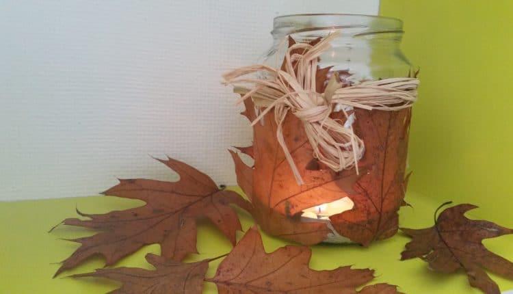 Windlicht mit Herbstlaub basteln