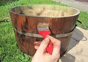 Holz streichen mit Holzlasur