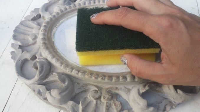 Fotopotch: Foto mit Schwamm glatt streichen