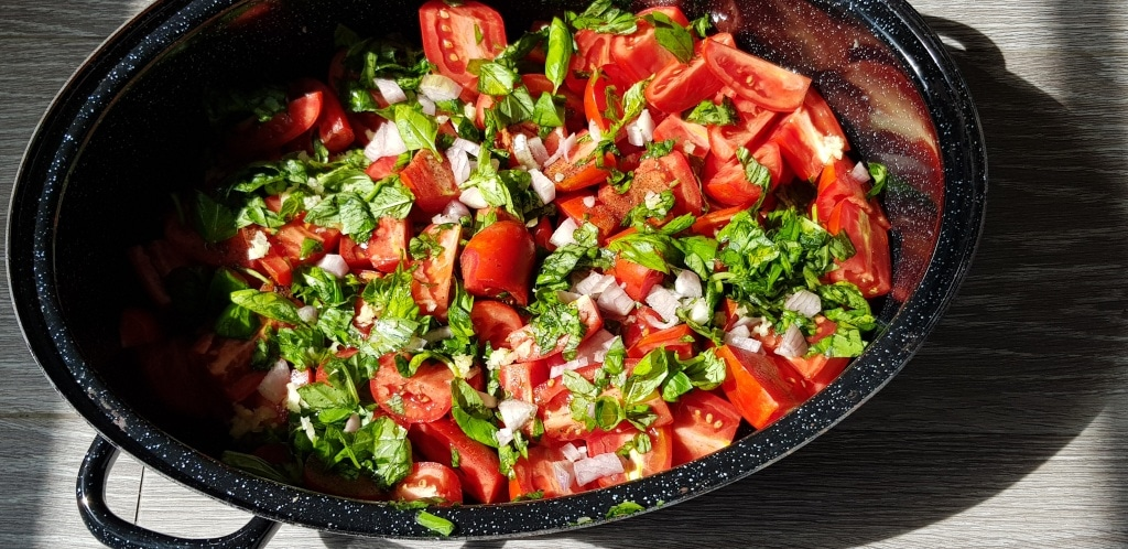 Tomaten halbiert, Tomatensauce, Tomate, Gartenzeitung.com