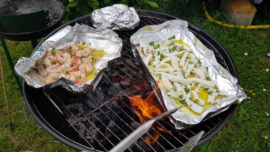 Grill, grillen, Gasgrill, Wurst, Fleisch, Gartenparty, Gartenzeitung.com, Kohle