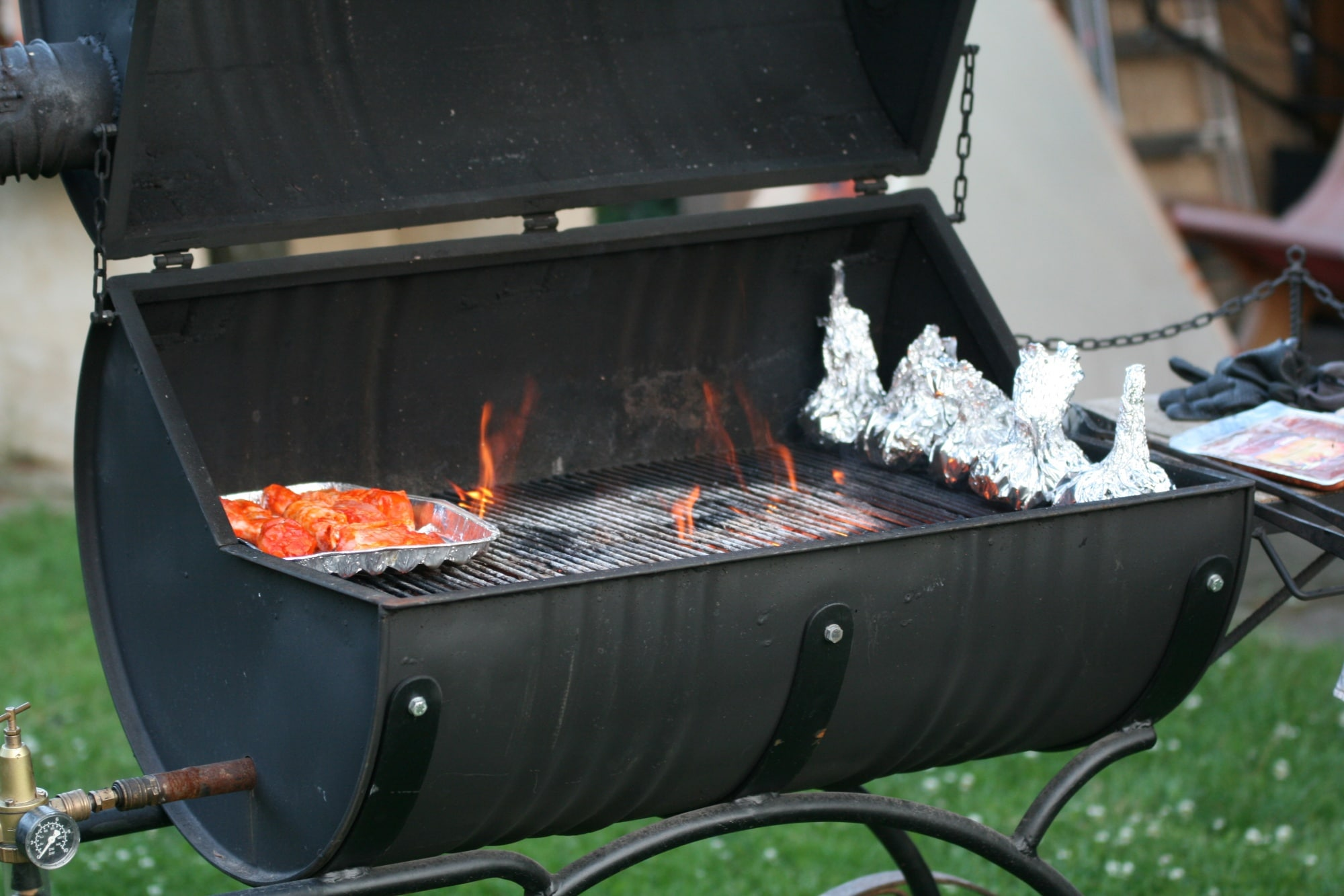 grillen im garten so w hlen sie den richtigen grillplatz. Black Bedroom Furniture Sets. Home Design Ideas